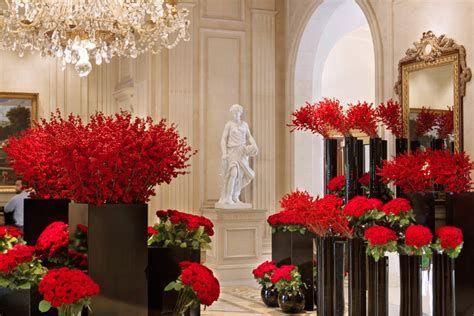Impressive Valentines Day Hotel Lobby Decorations Ideas 37