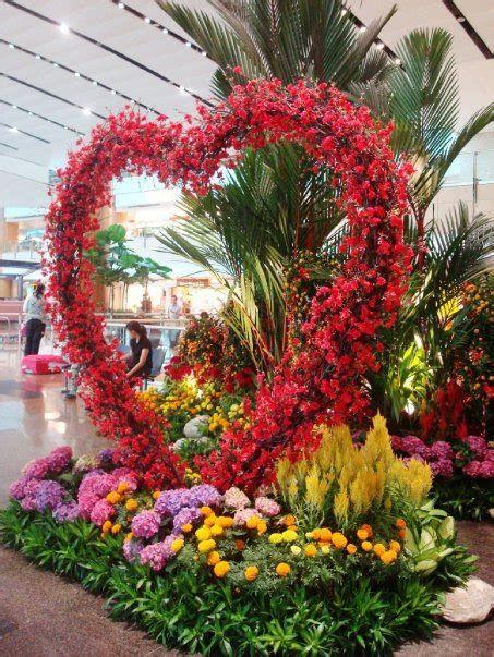 Impressive Valentines Day Hotel Lobby Decorations Ideas 39