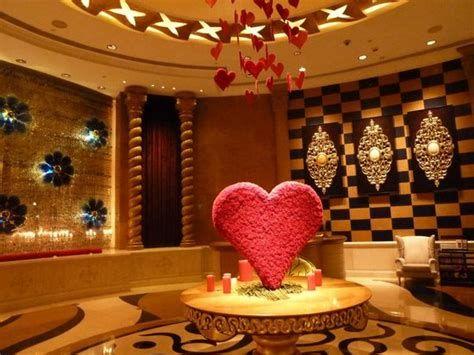 Impressive Valentines Day Hotel Lobby Decorations Ideas 41