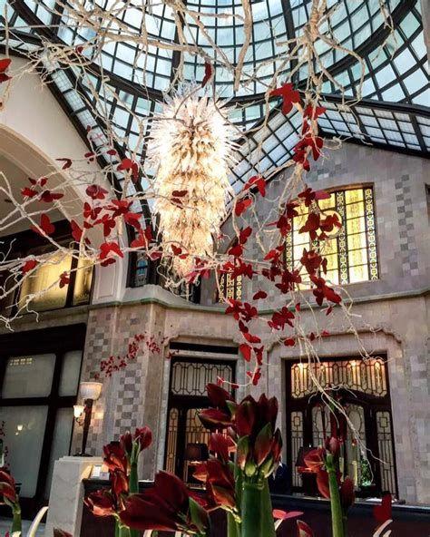 Impressive Valentines Day Hotel Lobby Decorations Ideas 43