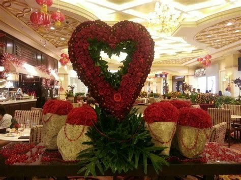 Impressive Valentines Day Hotel Lobby Decorations Ideas 44
