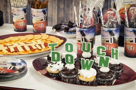 Adorable Super Bowl Table Decoration Ideas 04