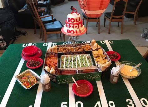 Adorable Super Bowl Table Decoration Ideas 11