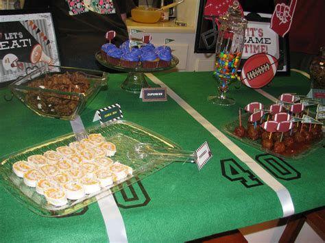 Adorable Super Bowl Table Decoration Ideas 12