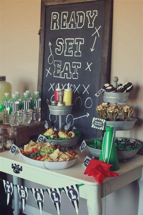 Adorable Super Bowl Table Decoration Ideas 15