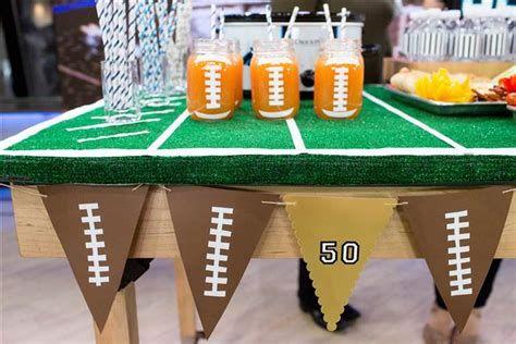 Adorable Super Bowl Table Decoration Ideas 25
