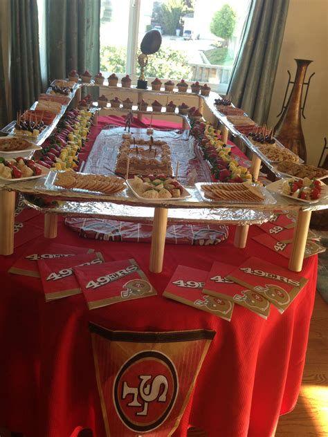 Adorable Super Bowl Table Decoration Ideas 26