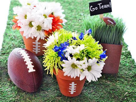 Adorable Super Bowl Table Decoration Ideas 31