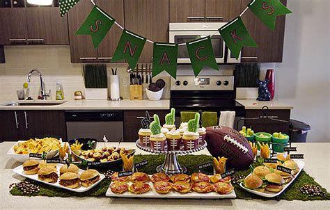 Adorable Super Bowl Table Decoration Ideas 36