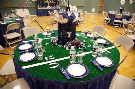 Adorable Super Bowl Table Decoration Ideas 37