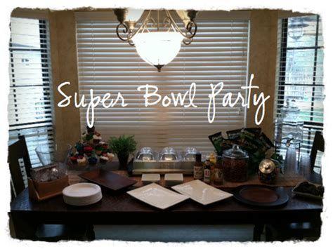 Adorable Super Bowl Table Decoration Ideas 38