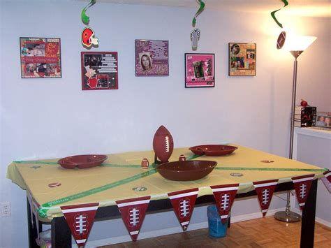 Adorable Super Bowl Table Decoration Ideas 43