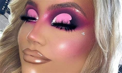 Adorable Valentines Day Makeup Look Ideas 15