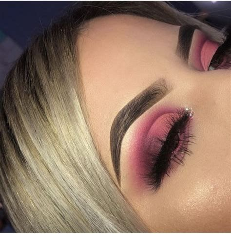 Adorable Valentines Day Makeup Look Ideas 16