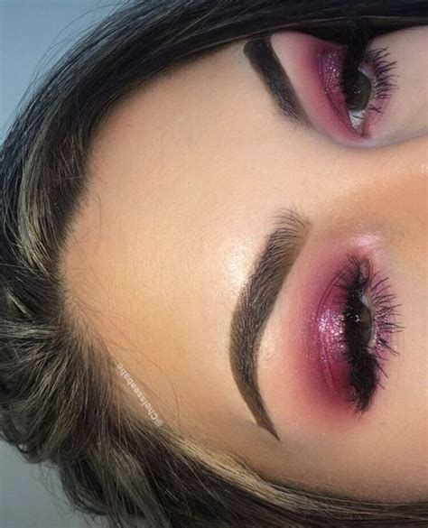 Adorable Valentines Day Makeup Look Ideas 17