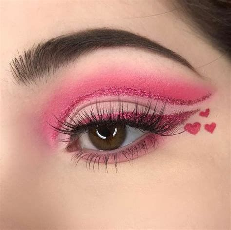 Adorable Valentines Day Makeup Look Ideas 19