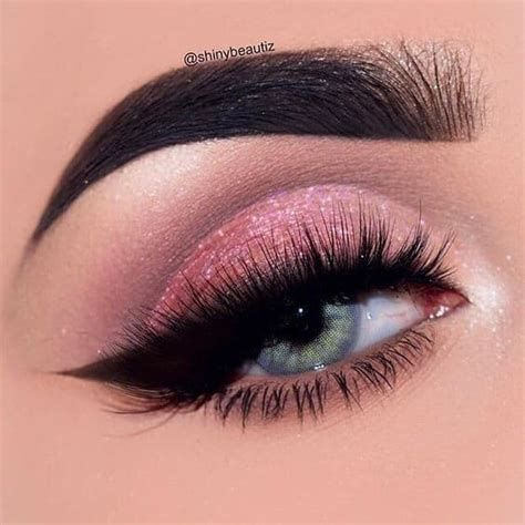 Adorable Valentines Day Makeup Look Ideas 29