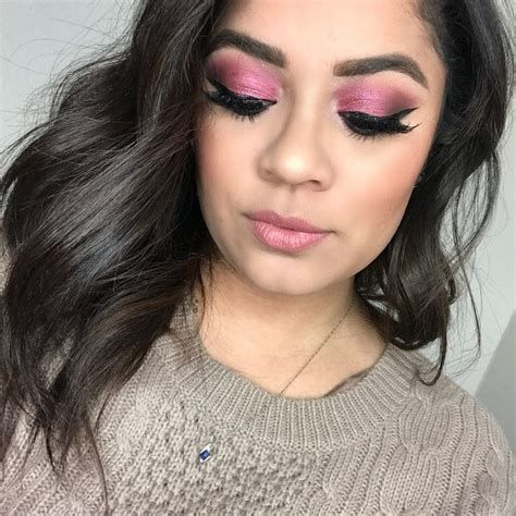 Adorable Valentines Day Makeup Look Ideas 34