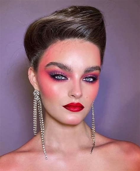 Adorable Valentines Day Makeup Look Ideas 35
