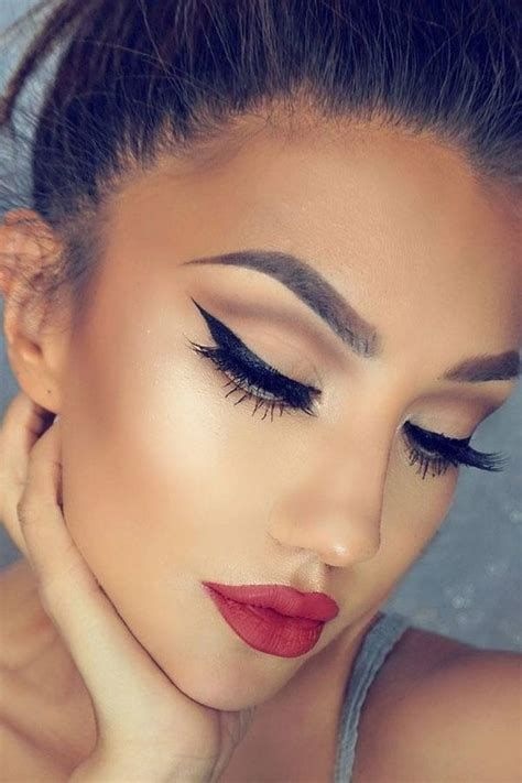 Adorable Valentines Day Makeup Look Ideas 43