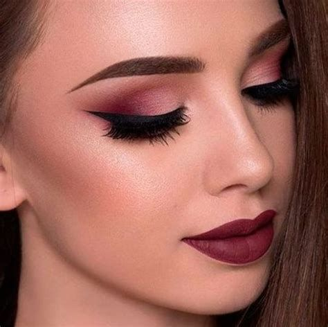 Adorable Valentines Day Makeup Look Ideas 45