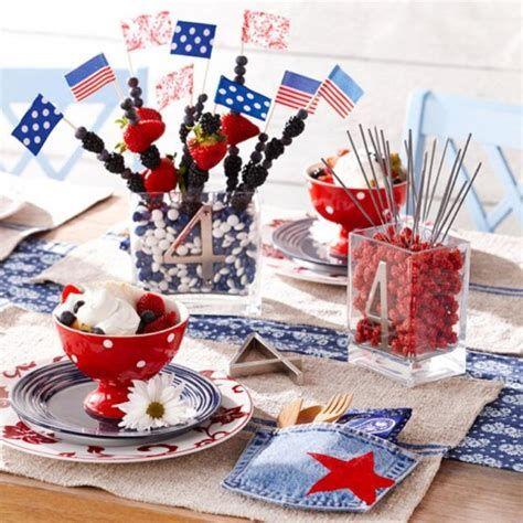 Amazing Patriotic Table Decorations Ideas 05