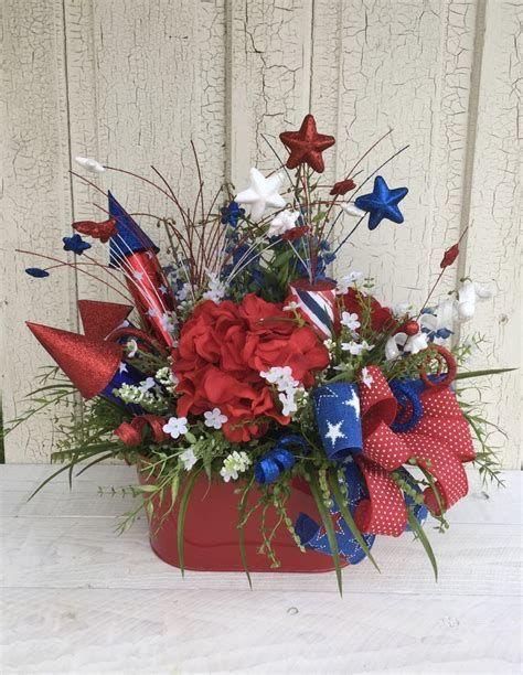 Amazing Patriotic Table Decorations Ideas 07