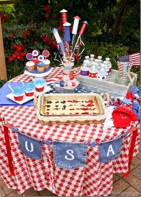 Amazing Patriotic Table Decorations Ideas 08