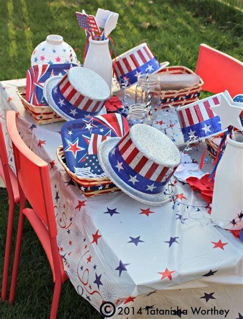 Amazing Patriotic Table Decorations Ideas 11