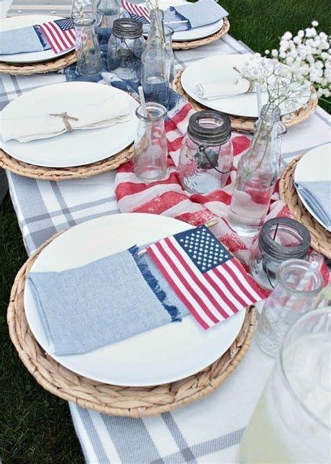 Amazing Patriotic Table Decorations Ideas 18