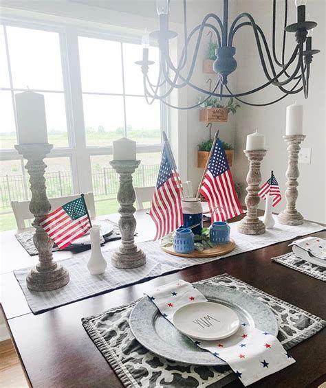 Amazing Patriotic Table Decorations Ideas 19