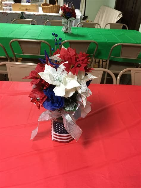 Amazing Patriotic Table Decorations Ideas 21