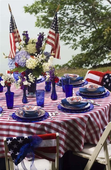 Amazing Patriotic Table Decorations Ideas 25