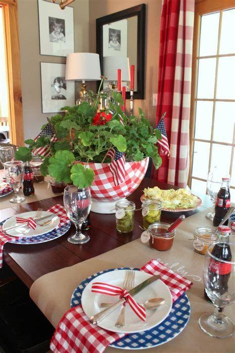Amazing Patriotic Table Decorations Ideas 27