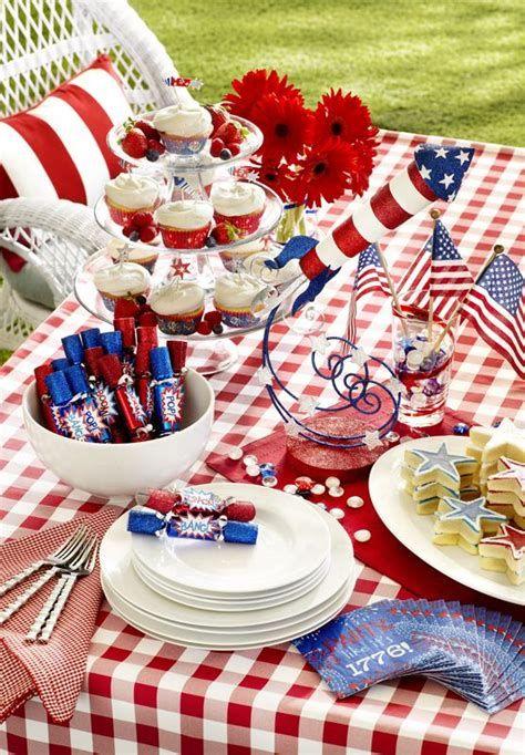 Amazing Patriotic Table Decorations Ideas 39
