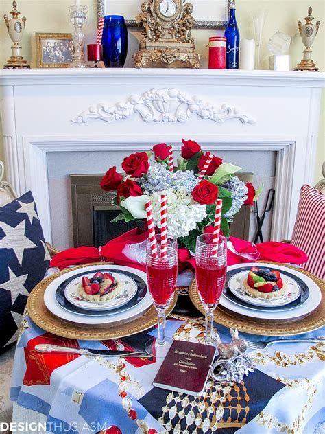 Amazing Patriotic Table Decorations Ideas 41