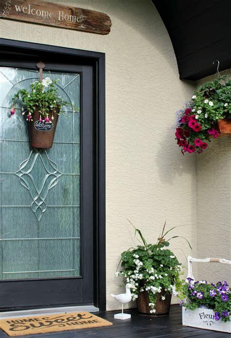 Comfortable Front Porch Decoration Ideas 03