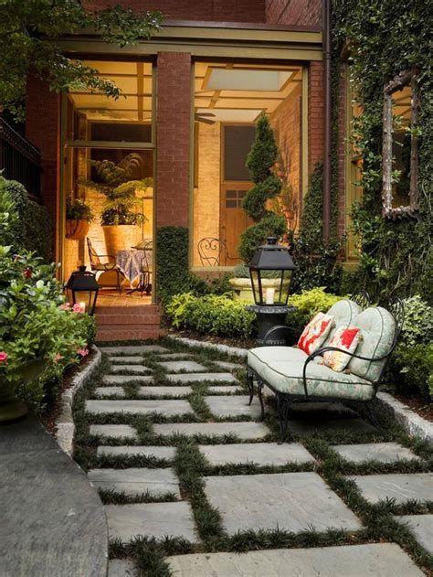 Comfortable Front Porch Decoration Ideas 10