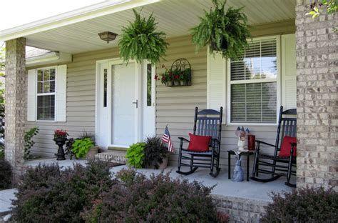 Comfortable Front Porch Decoration Ideas 15