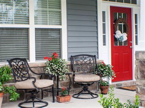 Comfortable Front Porch Decoration Ideas 21