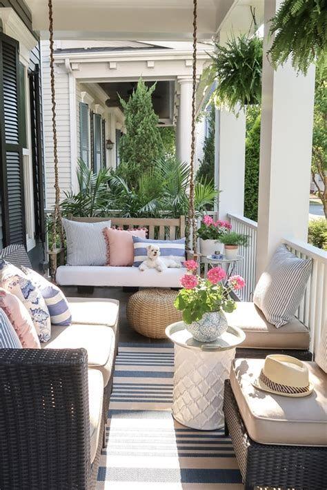 Comfortable Front Porch Decoration Ideas 23