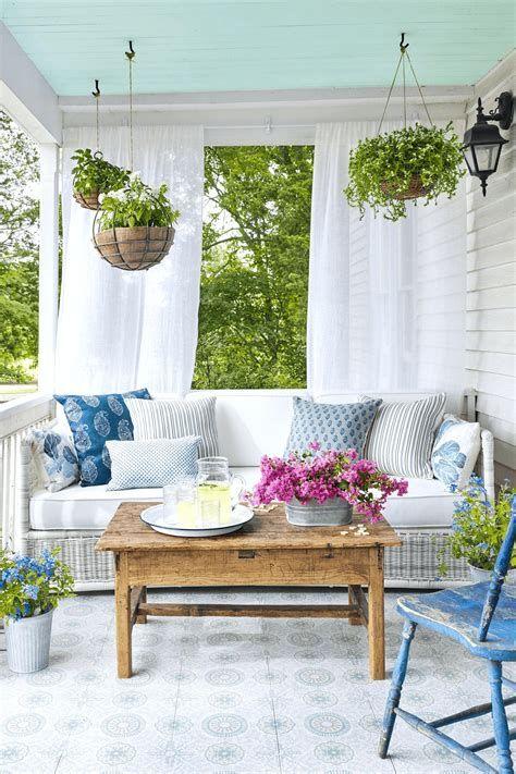 Comfortable Front Porch Decoration Ideas 25