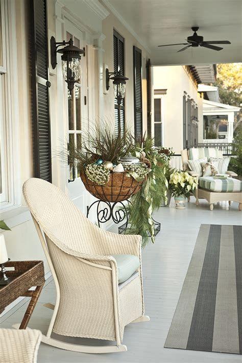 Comfortable Front Porch Decoration Ideas 32