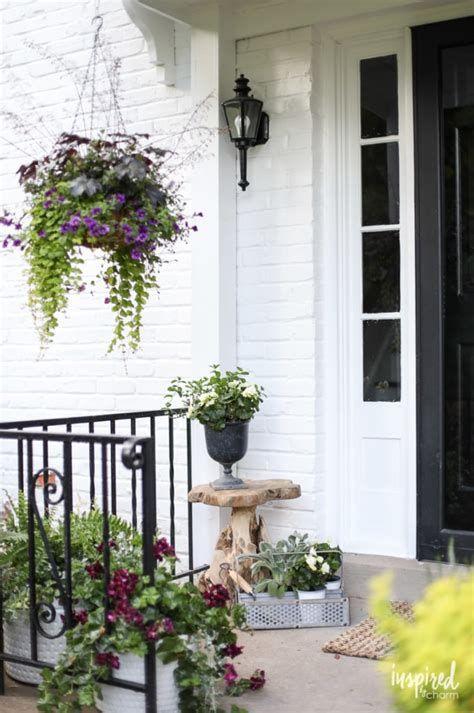 Comfortable Front Porch Decoration Ideas 33