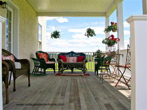 Comfortable Front Porch Decoration Ideas 35