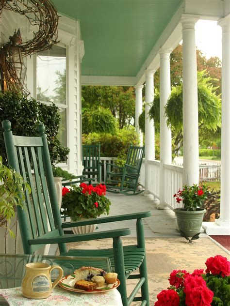 Comfortable Front Porch Decoration Ideas 38