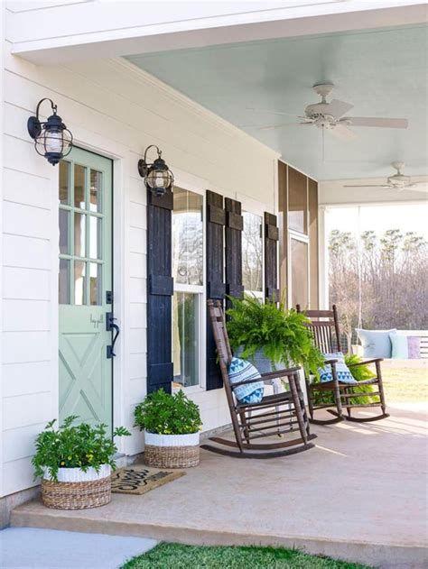 Comfortable Front Porch Decoration Ideas 39