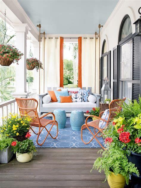 Comfortable Front Porch Decoration Ideas 40