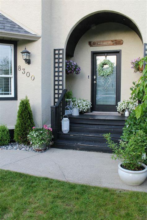 Comfortable Front Porch Decoration Ideas 43