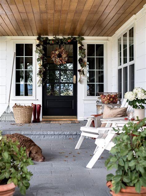 Comfortable Front Porch Decoration Ideas 44